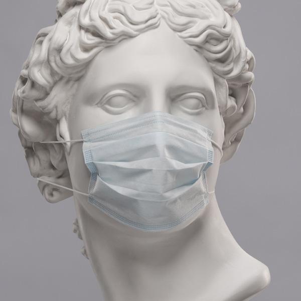 statua con mascherina