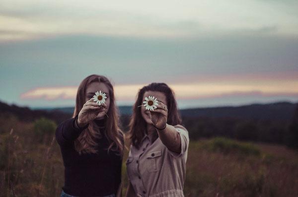ragazze con fiori